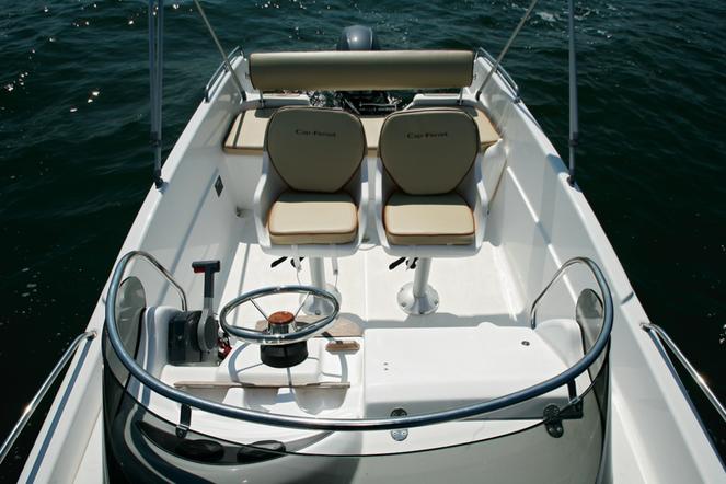 b2marine552dc_cockpit